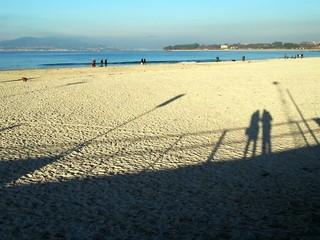 Siluetas en la playa