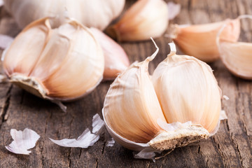 The fresh garlic on the board