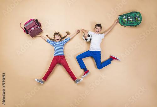 Leinwanddruck Bild Children running to school