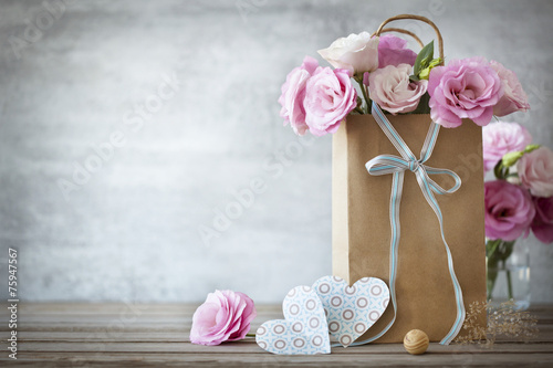 Foto op Canvas Roses Valentines Day background with roses flowers and Hearts