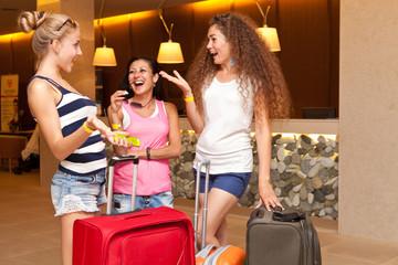 Девушки с чемоданами