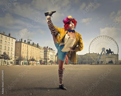Leinwanddruck Bild A clown in the square