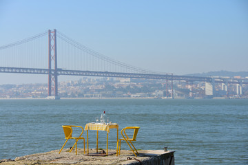 Lissabon, Restaurant, Cafe, Tejo, Tejo-Brücke, Portugal, Almada