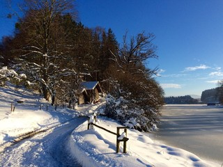 Sonniger Wintertag am See