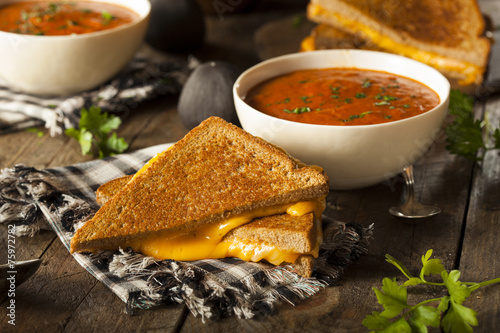 Leinwanddruck Bild Homemade Grilled Cheese with Tomato Soup