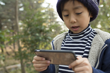 Children have a game on a mobile terminal