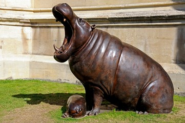 Hippopotamus statue, Gloucester © Arena Photo UK