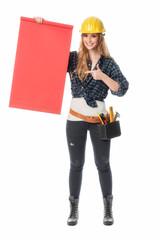 Handwerker zeigt auf Werbeschild