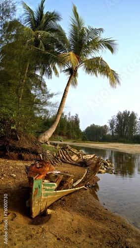 canvas print picture altes Boot unter Palmen