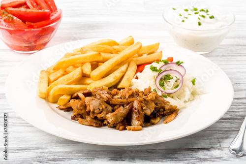 Foto op Canvas Restaurant Dönerteller mit Pommes Frites