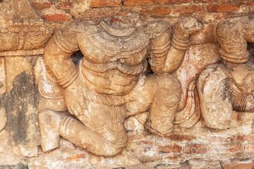 Relief an der Tempelruine Wat Ratchaburana in Ayutthaya
