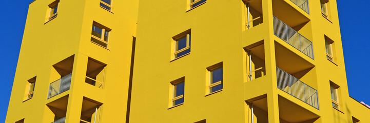 gelbes wohnhaus
