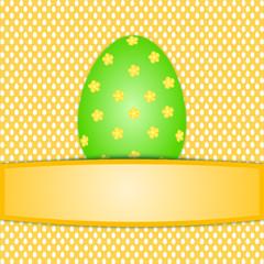 Großes buntes grünes Osterei auf weiß orangem Ostereimuster