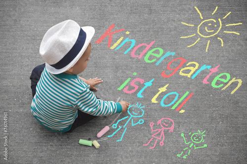 Leinwanddruck Bild Kinderzeichnung - Kindergarten ist toll.