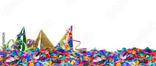 Fotobehang Carnaval Partyhüte auf Konfetti