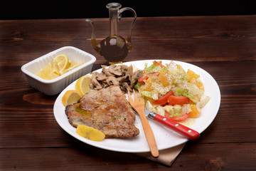 TURKEY WITH MUSHROOMS AND SALAD