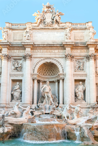 Papiers peints Fontaine Triton and WInged Horse of the Trevi Fountain