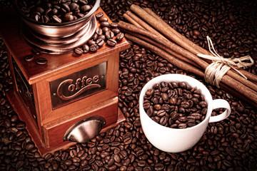 Kaffee Mühle mit Kaffee Tasse