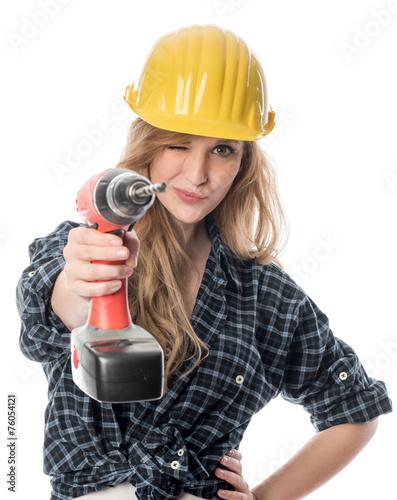 Frau zielt mit Bohrmaschine - 76054121