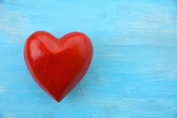 Glückwunschkarte - rotes Herz auf blauem Untergrund