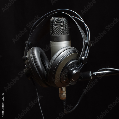Headphones and condenser microphone isolated - 76062786