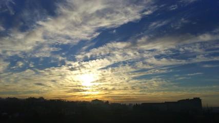 Güneş ve bulutlar