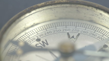 The arrow of the compass on the N direction