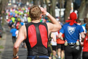 trinkender Marathonläufer