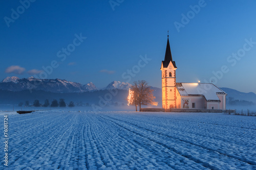 Tuinposter Bedehuis St. Florian church with a view to the alps at dawn