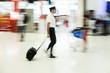 canvas print picture - Pilot am Flughafen in Bewegungsunschärfe
