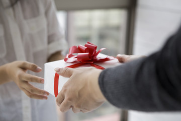 Women who have received a gift from the girl
