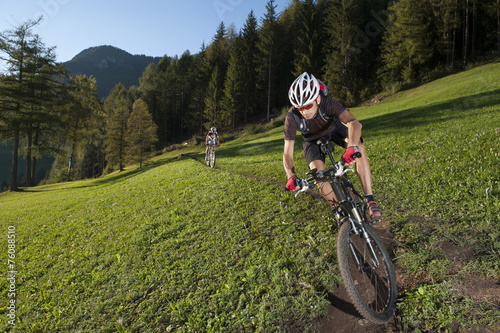 obraz PCV Mountain biker on the trail