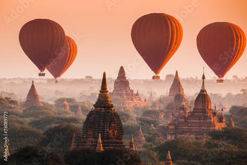 Leinwanddruck Bild Balloon over plain of Bagan in misty morning, Myanmar