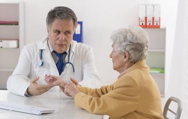 consultation Dermatologie Femme Senior