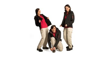 Gruppe in Outdoor Kleidung lachend im Studio