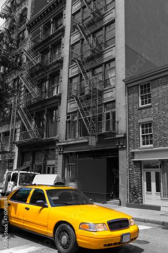 nowy-jork-soho-budynkow-taksowki-taxi-zolty-nyc-usa