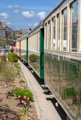Arrivée en ville d'un train à vapeur à Saint Valéry sur Somme