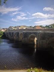 Puente romano de piedra