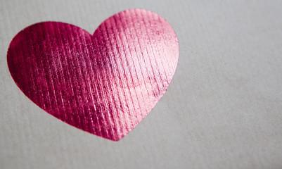 coeur brillant sur papier craft