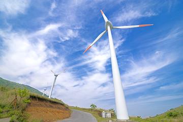 風力発電所と空