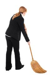 Geschäftsfrau fegt den Boden