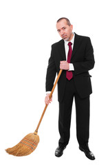 Geschäftsfmann fegt den Boden