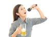 ビールを飲みすぎた女性