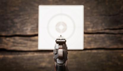 Pistole, Zielscheibe, Kimme, Korn