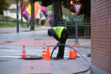 obrero trabajando en la calle