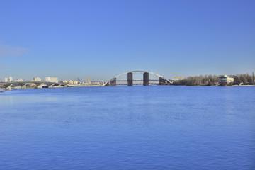 Вид на строящийся мост через Днепр