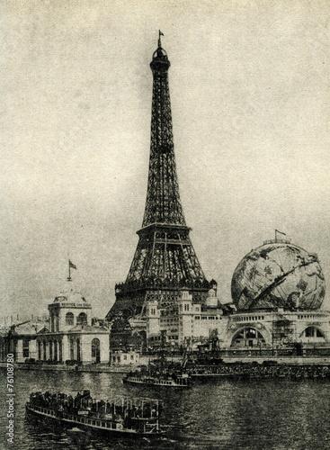 Papiers peints Attraction parc Globe Céleste beside the Eiffel Tower (Paris, 1900)