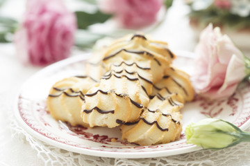 Cat's tongue cookies with chocolate