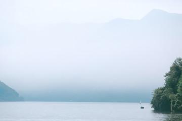 Озеро Комо в тумане