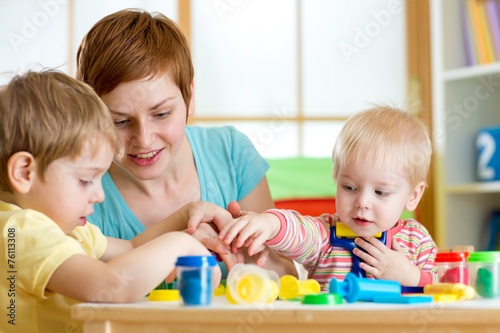 kids and mother playing colorful clay toy - 76113308